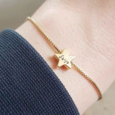 צמיד גולדפילד עם תליון כוכב, צמיד חריטה על תליון כוכב
