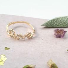 טבעת גולדפילד עם המילה LOVE משובצת זרקונים